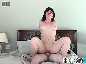 PropertySex Real Estate Agent Has horny hookup With customer