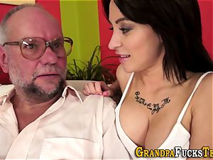 nubile gets jizz from oldy