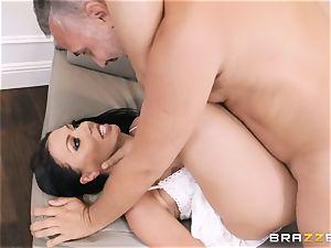 Rachel Starr packed in her vagina