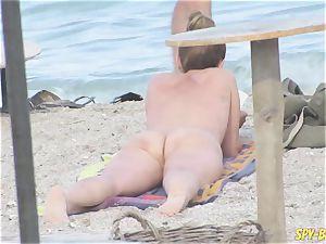 Mature nudist Amateurs Beach spycam cougar CloseUp slit
