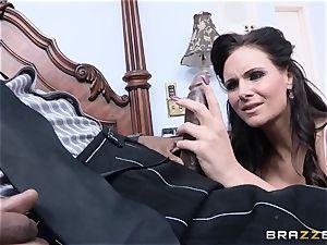 Phoenix Marie gets a well needed fat black spunk-pump