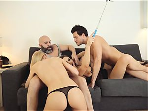 LOS CONSOLADORES - red-hot swinger foursome with torrid honeys