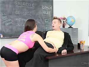 Fit hottie Ziggy star gets hot and jiggly with the sports coach