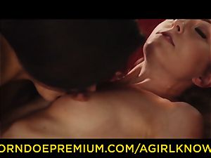 A female KNOWS - Susy Gala pulverizes torrid girly-girl with strap-on