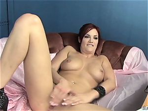 sensuous Jayden Cole loves teasing her sugary-sweet raw pearl